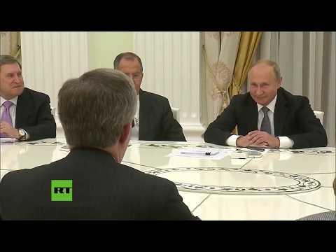 """""""¡Justo lo que pensaba!"""": Bolton y Putin charlan tras su broma sobre el escudo de EE.UU."""