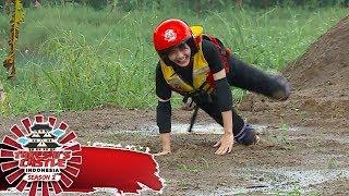 Aksi Aksi Kocak JKT48 Saat Melewati Stepping Stone  - Takeshi's Castle Indonesia (7/11)