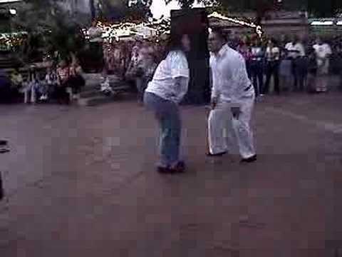 Watch videoSíndrome de Down: bailando tambores