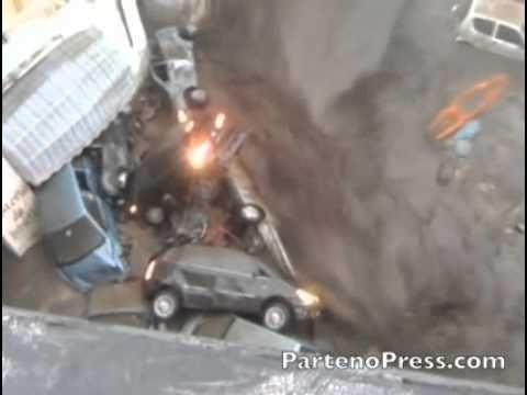 Impresionante: alud de barro arrastró varios autos en Italia