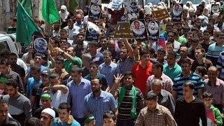 جماهير طولكرم تخرج في مسيرة دعماً الأسرى المضربين عن الطعام