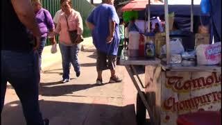 Ambulantes siguen en banquetas rojas; obstruyen acceso a hospital