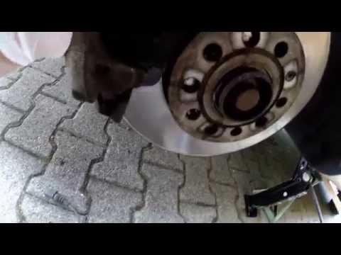 Sostituzione pastiglie anteriori VW Golf VI - Parte I