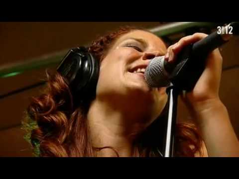cordell - Acoustic session at the Lowlands festival. In addition to their concert on stage, Delain played an acoustic set. This song is Cordell, a The Cranberries cove...
