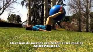 Elevación de piernas con fitball entre tobillos