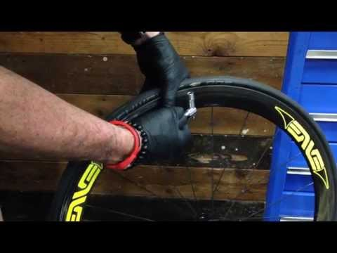 How to use a CO2 inflator for a bicycle tyre