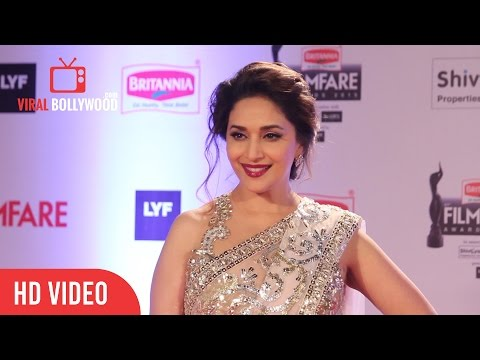 Madhuri Dixit at Filmfare Awards 2016 | Red Carpet | ViralBollywood