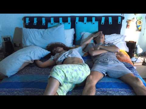 fidanzati a letto: quando lei non riesce a farci dormire...