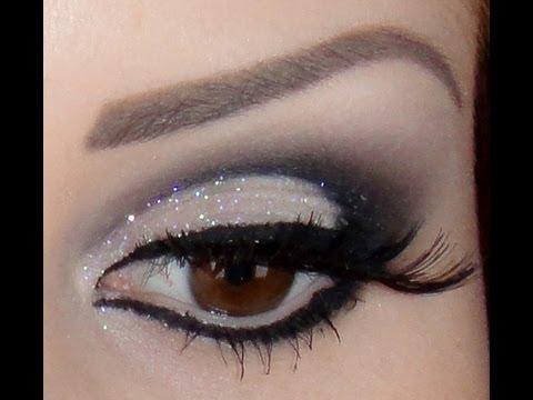 Look preto esfumado com glitter