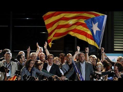 Πανηγυρισμοί στη Βαρκελώνη για τη νίκη των αυτονομιστών στην κάλπη