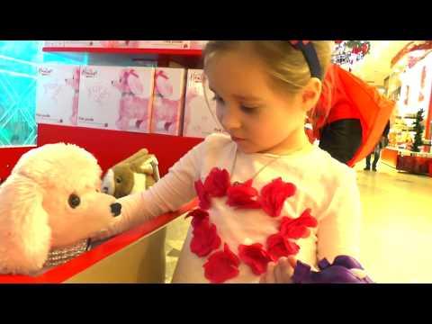 Ребенок чуть не потерялся До слез! Гигантский магазин игрушек и конфет Новогодняя Ёлка  ВЛОГ (видео)