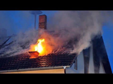 Dachstuhlbrand zerstört Wohnhaus