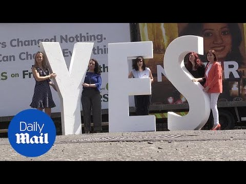Campaigners make final push for votes before Irish abortion referendum - Daily Mail (видео)