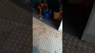 XxX Hot Indian SeX Aunty Washing A Fish In A Mumbai Local Train So Dirty .3gp mp4 Tamil Video