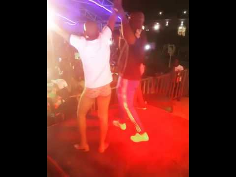 Fan Goes Nåked As Harrysong Performs On Stage In Owerri