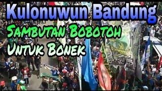 Video Luar Biasa !! Ribuan Bonek tiba di Bandung dan di sambut oleh Bobotoh MP3, 3GP, MP4, WEBM, AVI, FLV Oktober 2018