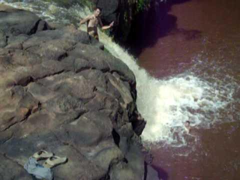 Salto Mortal Na Cachoeira de Milton Brandão