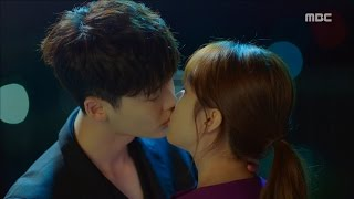 Video [W] ep.05 Lee Jong-suk comes out to the real world and kisses Han Hyo-joo!  20160803 MP3, 3GP, MP4, WEBM, AVI, FLV April 2018