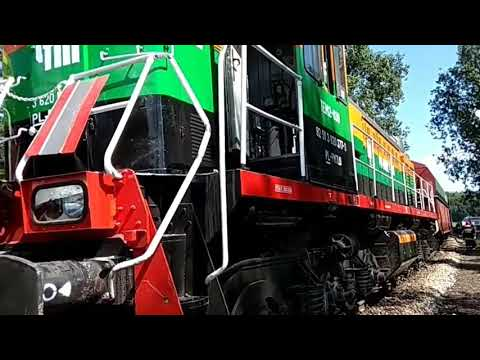 Wideo: Bus wjechał w lokomotywę