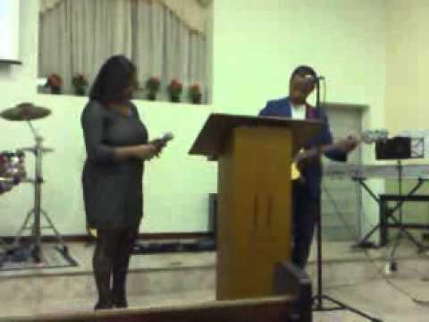 Vinícius e Núbia Cantando em 1ªIgreja Batista em Itatiaia Rio  de janeiro