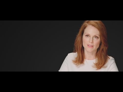 The Hunger Games: Mockingjay, Part 1 (Julianne Moore Interview)