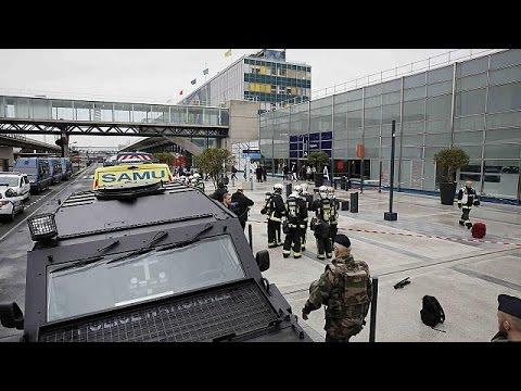 Πανικός από επίθεση στο αεροδρόμιο Ορλί – Νεκρός ο δράστης