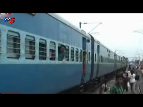 sampark kranti Train accident, train divided into Two Parts @ kachiguda : TV5 News