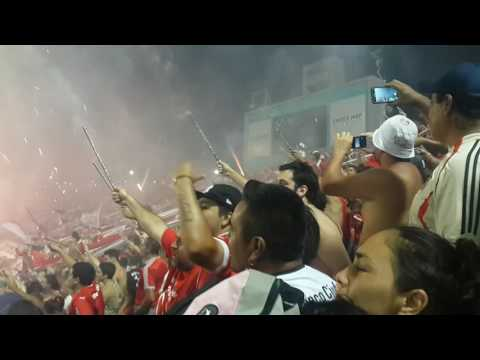 Independiente - racing 30-01-2017, recibimiento del rojo - La Barra del Rojo - Independiente