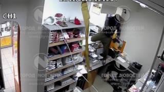 В Новокузнецке вооружённые налётчики нагрянули в салон связи за Айфонами