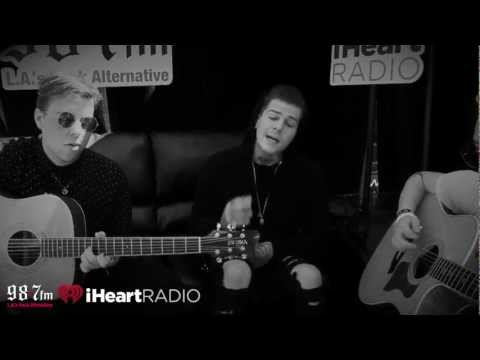 sweater weather - The Neighbourhood came through the 987FM area to perform an exclusive acoustic version of their song