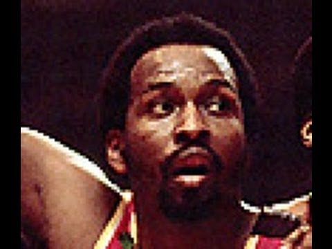 Moses Malone goes off for 38 points and 32 rebounds