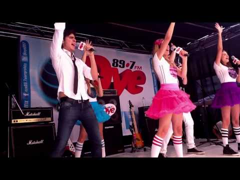 15 Solamente - Oye Live en exclusiva con EME 15 en Oye 89.7 FM Siemrpe Hits. Escuchanos en vivo por http://www.oyefm.com.mx.