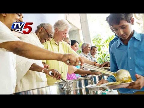 Bill Clinton Serves mid-day meal to children : TV5 News