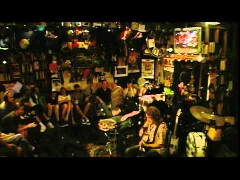 Gwyn Ashton - Gwyn Ashton Acoustic Duo - Mad Dog (Official)