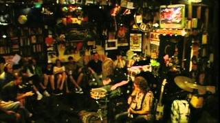 Video Gwyn Ashton Acoustic Duo - Mad Dog (Official)