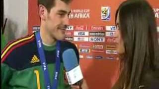 Iker Casillas Fernandez kissing Sara Carbonero!!!!!!!