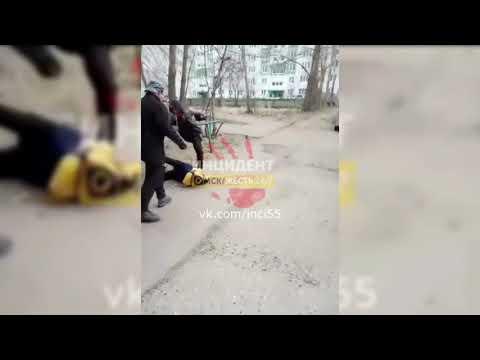 В Омске подростки пинали пенсионера и жестоко избили 11-летнего ребенка