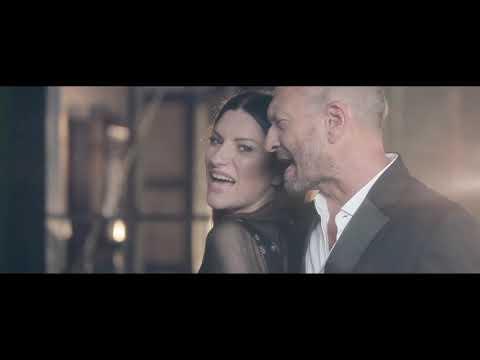 Laura Pausini - Il coraggio di andare feat Biagio Antonacci (Official Video) видео