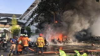 Video Six family members carry out deadly suicide bombing in Indonesia MP3, 3GP, MP4, WEBM, AVI, FLV Oktober 2018
