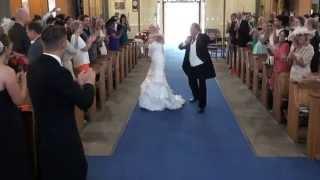 Nikt nie sądził, że tak może wyglądać ślub kościelny. Ta para młoda pokazała, że jest to możliwe.