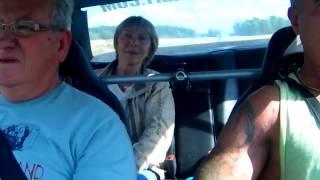 Reakcja dziewczyny i jej rodziców na przyspieszenie w Mercedesie o mocy 1000 KM!