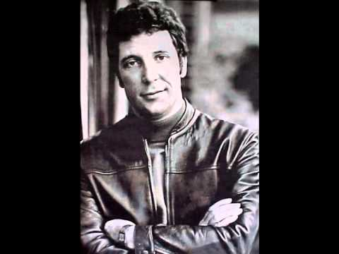 Tom Jones - Don't Cry For Me Argentina lyrics