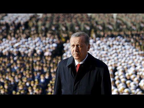 Τουρκία: Δημοσκοπικό προβάδισμα για το AKP λίγο πριν τις κάλπες