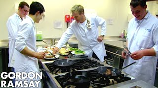 Video Chef Ramsay Teaches Amateur Butchers How to Cook A Perfect Steak - Gordon Ramsay MP3, 3GP, MP4, WEBM, AVI, FLV Mei 2019
