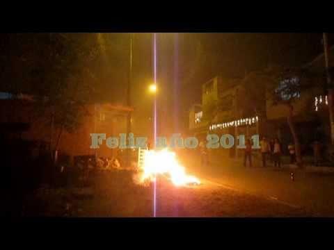 Muñecos quemados y cientos de pirotécnicos en SJL y Villa el Salvador