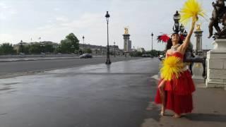 Prise de vue sur le Pont Alexandre III avec Hélène