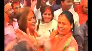 women workers of BJP celebrates in-front of party office in kolkata over their victory in