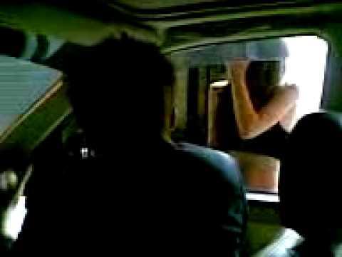 台客『戲精上身』模仿豬哥亮開把五股檳榔西施,逗得整車人跟檳榔西施笑到美丁美當!