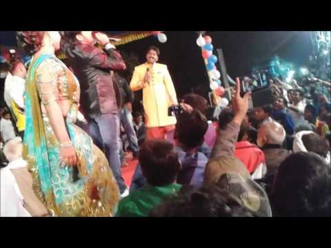 Video सुपर स्टार पवन सिंह और बेकाबू भीड़ PAWAN SINGH Stage Show IN PAWAN SINGH Marriage download in MP3, 3GP, MP4, WEBM, AVI, FLV January 2017