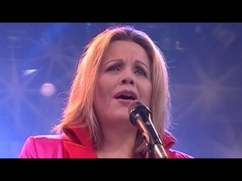 Super Bowl 2014: Renee Fleming Picked to Sing National Anthem